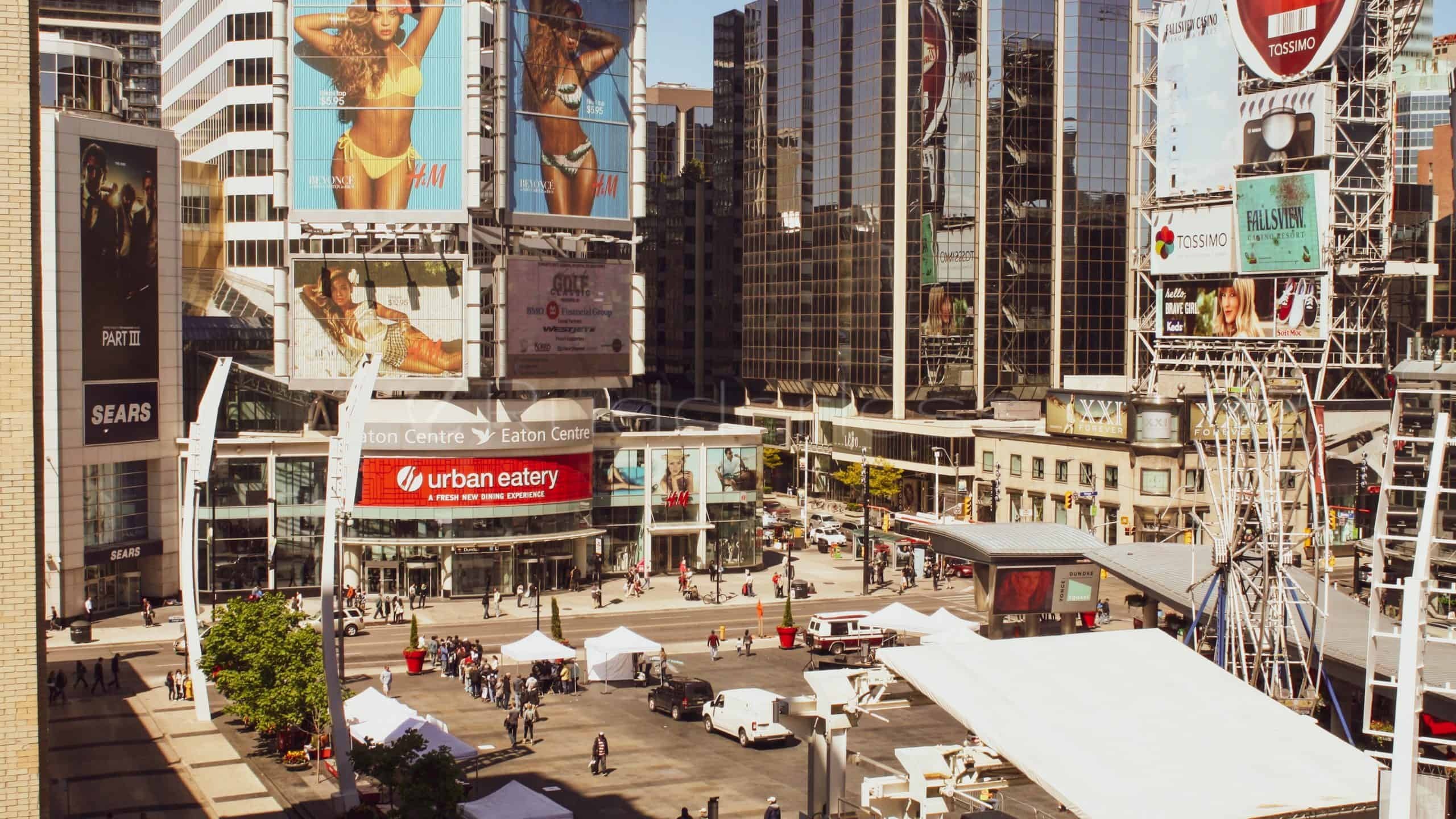 dundas square - toronto points of interest