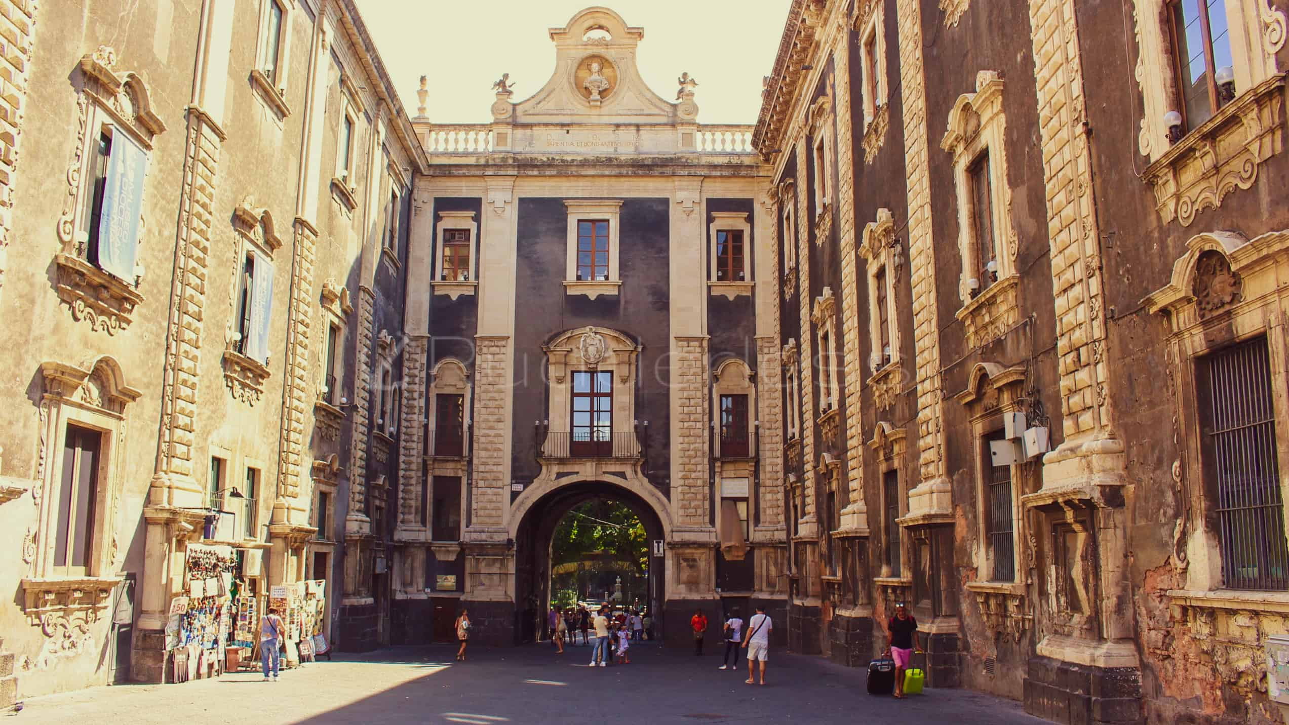 Porta Uzeda - things to do in catania