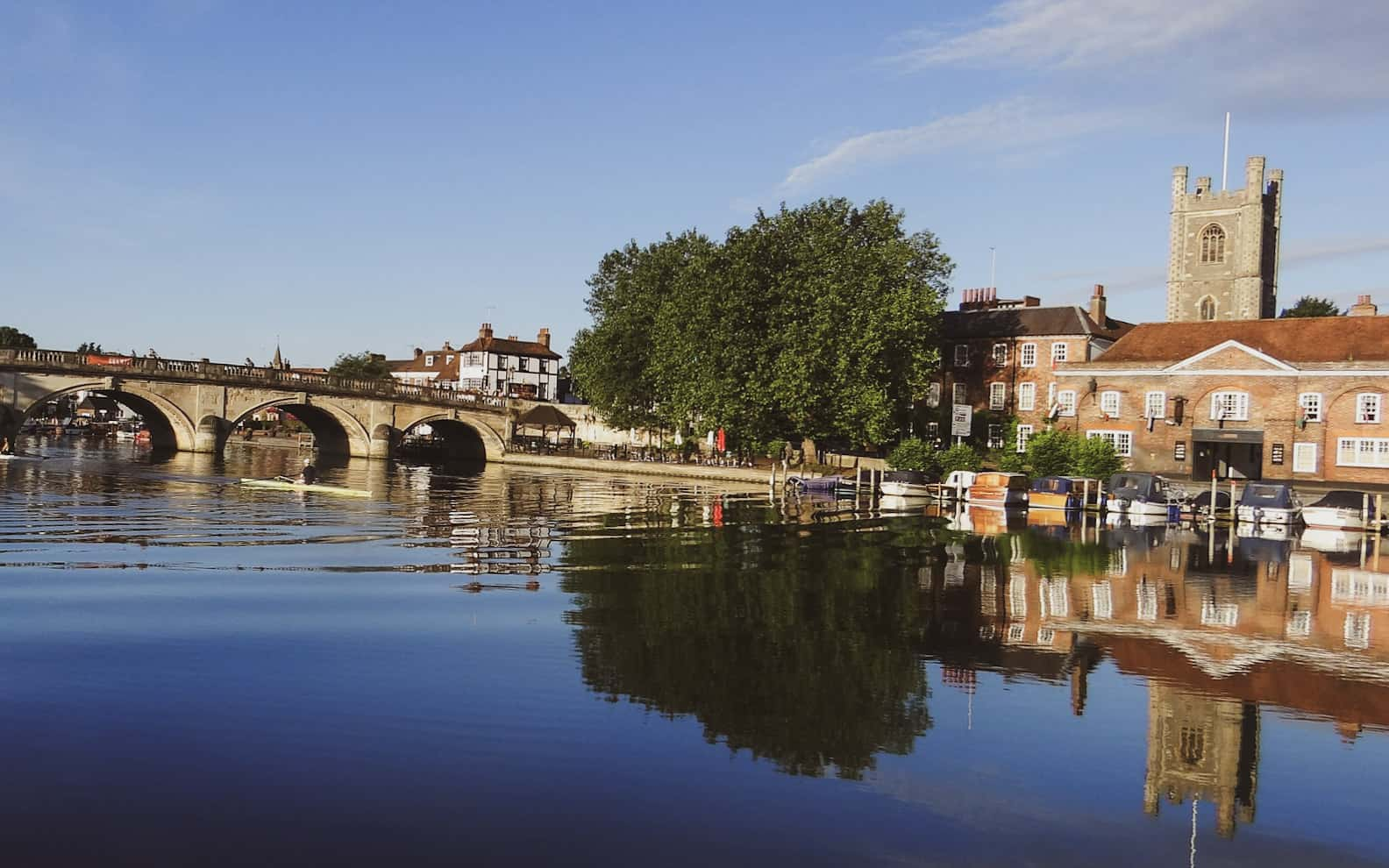 hiking trails london - henley bridge