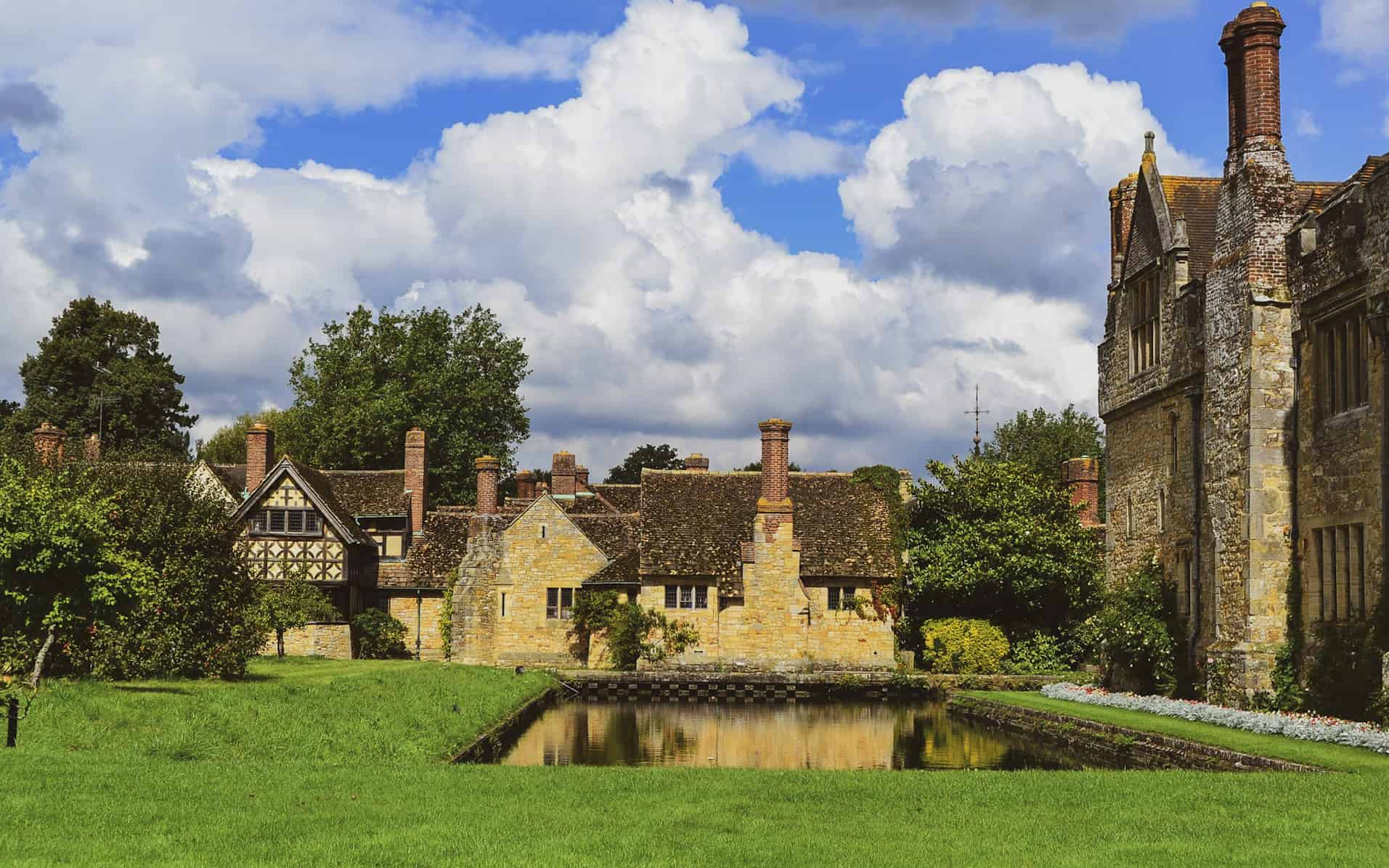 nature walks near london - hever castle
