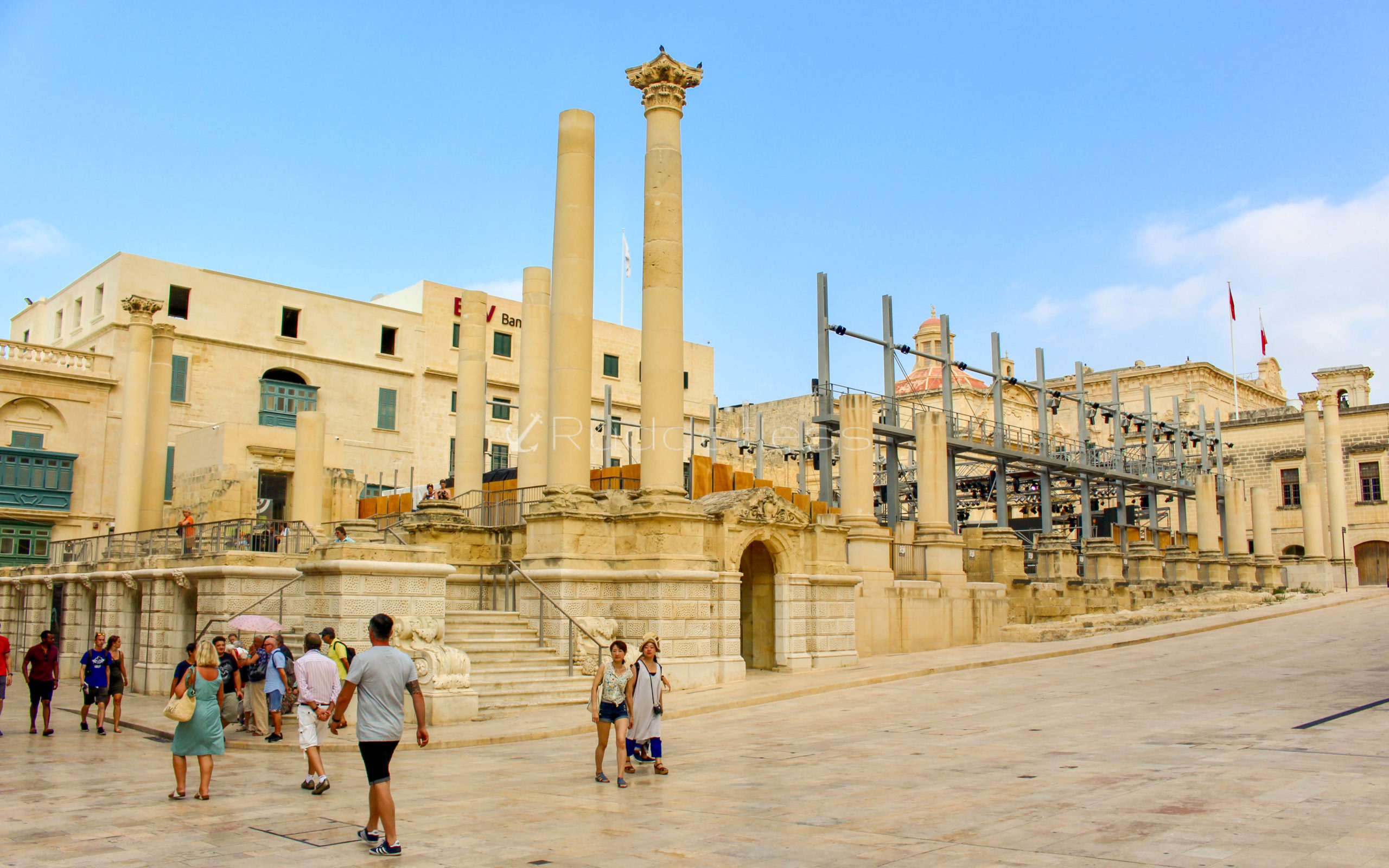 things to do in valletta - PJAZZA TEATRU RJAL